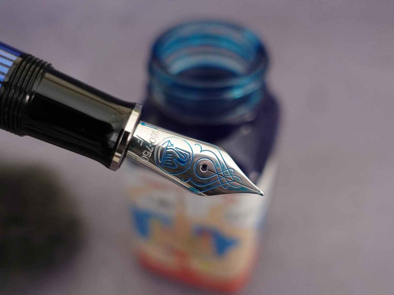 百利金M805蓝条18K活塞钢笔-16