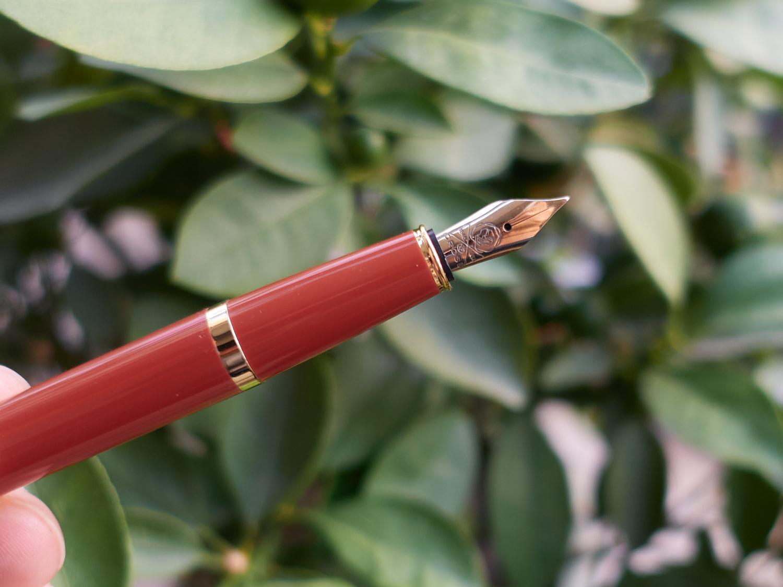 高仕佰利轻盈牛年钢笔-04
